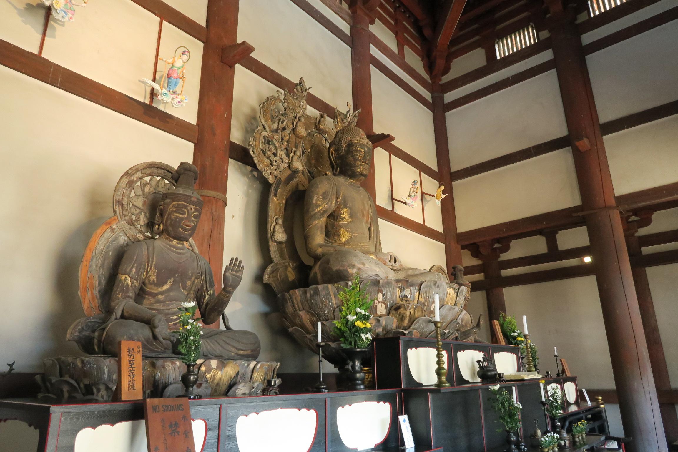喜光寺の本堂内の仏像。撮影禁止の所が多いですが、喜光寺は撮影可能です!