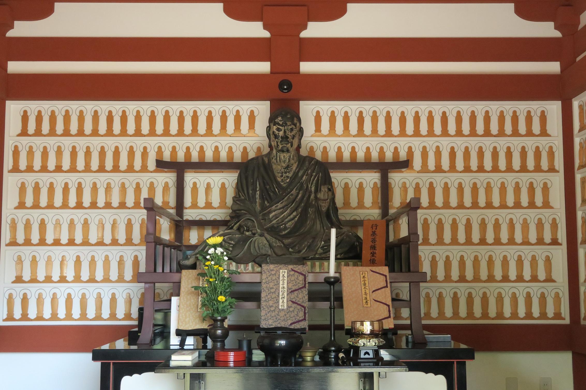 「行基菩薩坐像」。唐招提寺所蔵の坐像を複製したものだそうです。