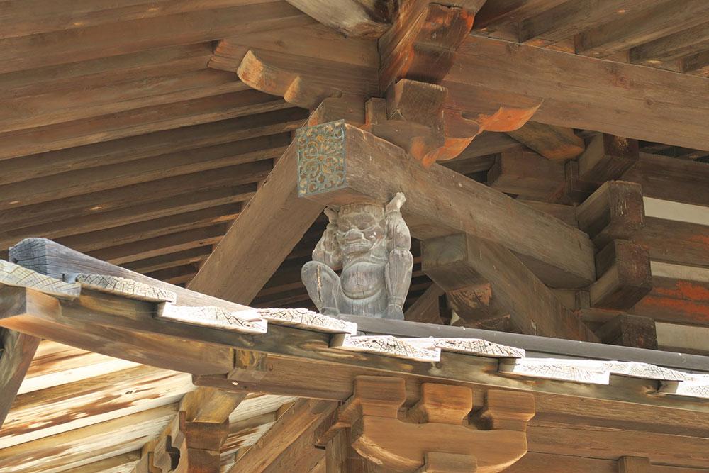 五重塔の屋根を支える邪鬼